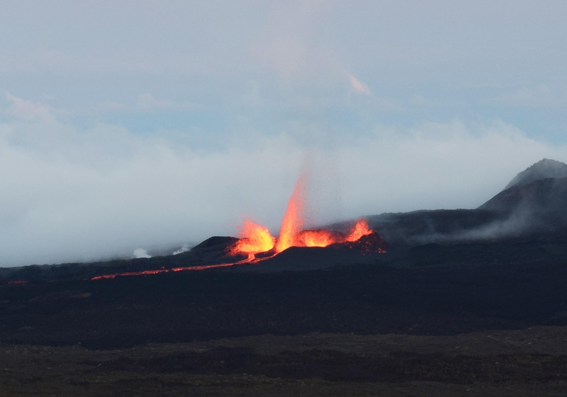 Notre première éruption volcanique: un moment magique
